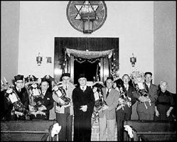 Rabbi with congregation members